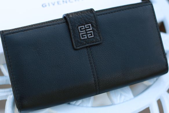 1e63e1339dd6 Кошелек женский из натуральной кожи Givenchy 13816: цена - 1 399 грн ...